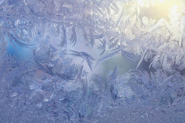 Que mettre sur pare-brise contre le gel